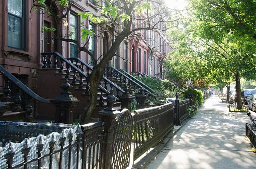 Row House「USA, New York City, Brooklyn, Empty street」:スマホ壁紙(2)