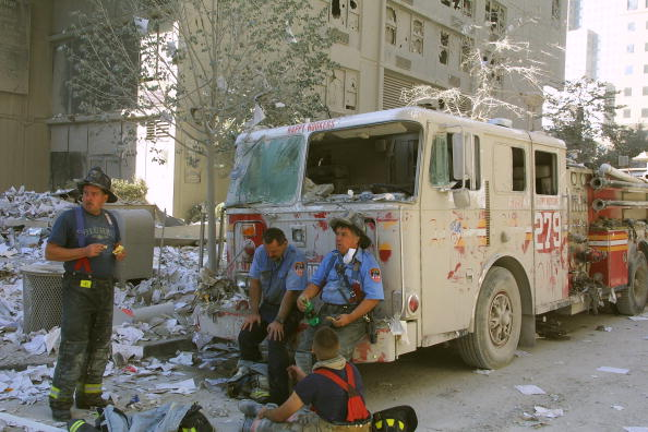 Emergency Services Occupation「New York City Rescue Effort at the World Trade Center」:写真・画像(10)[壁紙.com]