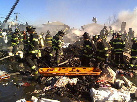 Distant「American Airlines Jet Crashes in New York City」:写真・画像(9)[壁紙.com]