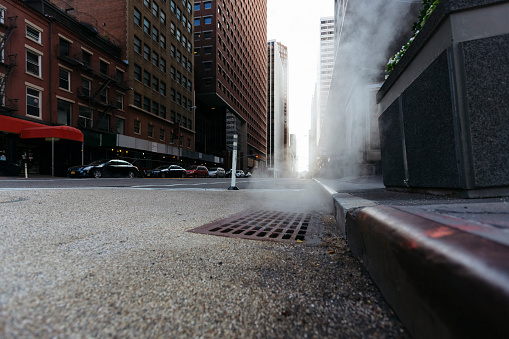City Street「USA, New York City, Downtown Manhattan, haze coming out of a gully in the morning」:スマホ壁紙(11)
