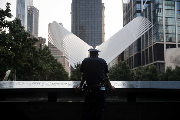 Emergency Services Occupation「16th Annual Commemoration Ceremony Held At WTC Site For 9/11 Terror Victims」:写真・画像(9)[壁紙.com]