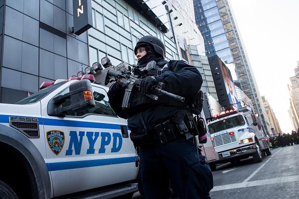 Drew Angerer「Terror Suspect Prematurely Explodes Bomb At NY's Port Authority Bus Terminal」:写真・画像(19)[壁紙.com]
