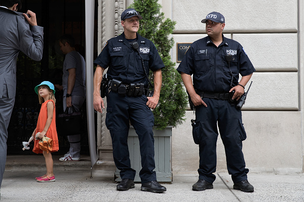 Guarding「New York City Under Heightened Alert After Nice Terror Attack」:写真・画像(16)[壁紙.com]