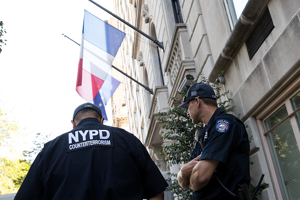 Guarding「New York City Under Heightened Alert After Nice Terror Attack」:写真・画像(11)[壁紙.com]