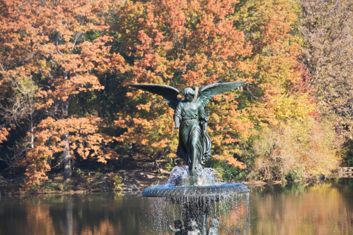 季節「USA, New York City, Central Park, Bethesda Fountain in autumn scenery」:スマホ壁紙(15)