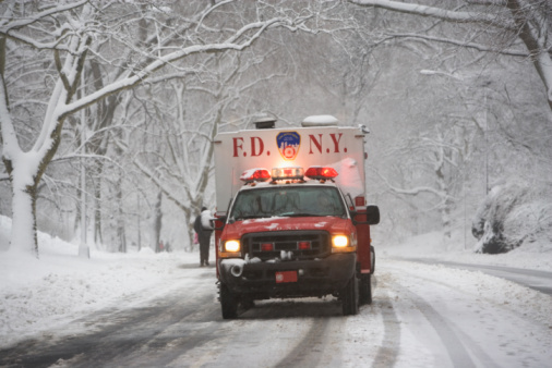 Sled「New York City fire department vehicle driving on snowy road」:スマホ壁紙(5)