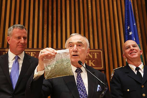 NY Mayor De Blasio And NYPD Commissioner Bratton Announces Changes To Marijuana Policy:ニュース(壁紙.com)