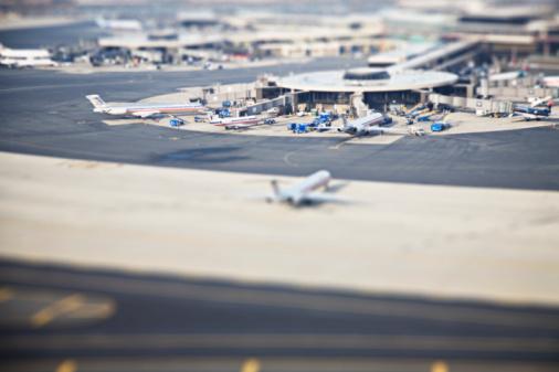 Commercial Airplane「USA, New York City, Laguardia Airport」:スマホ壁紙(19)