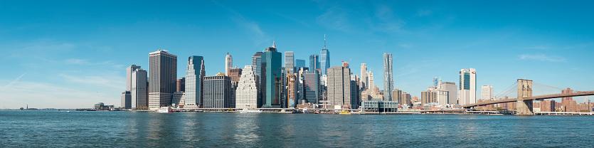 Manhattan - New York City「USA, New York City, skyline and Brooklyn Bridge as seen from Brooklyn」:スマホ壁紙(17)