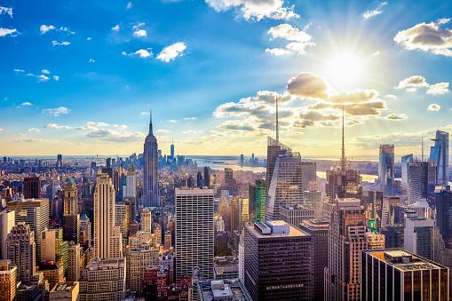 Cityscape「USA, New York City, Skyscrapers in Manhattan against the sun」:スマホ壁紙(7)
