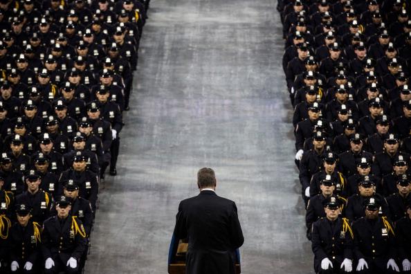 Andrew Burton「Mayor De Blasio And NYPD Chief Bratton Preside Over Department's Graduation Ceremony」:写真・画像(7)[壁紙.com]