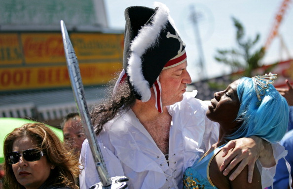Coney Island - Brooklyn「Annual Mermaid Parade Held In Coney Island」:写真・画像(3)[壁紙.com]