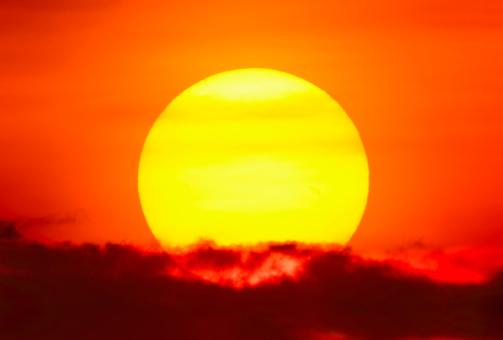 Inferno「USA, New York City, Large sun at sunset」:スマホ壁紙(17)