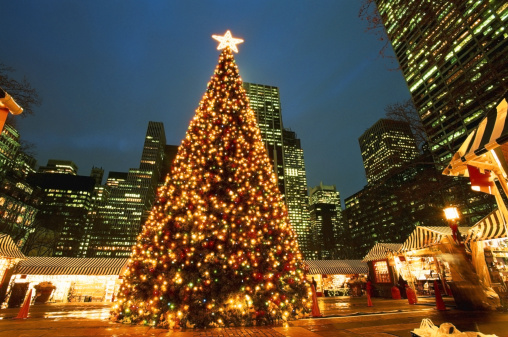 Christmas「USA, New York City, Bryant Park, illuminated Christmas tree, night」:スマホ壁紙(9)