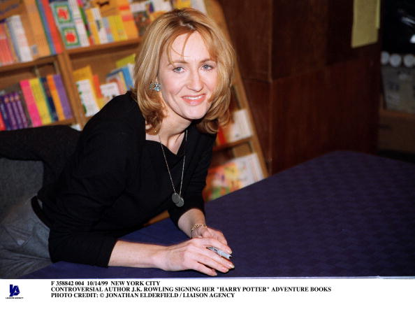 Signing Event「Controversial Author J K Rowling Signing Her Harry Potter Adv」:写真・画像(19)[壁紙.com]