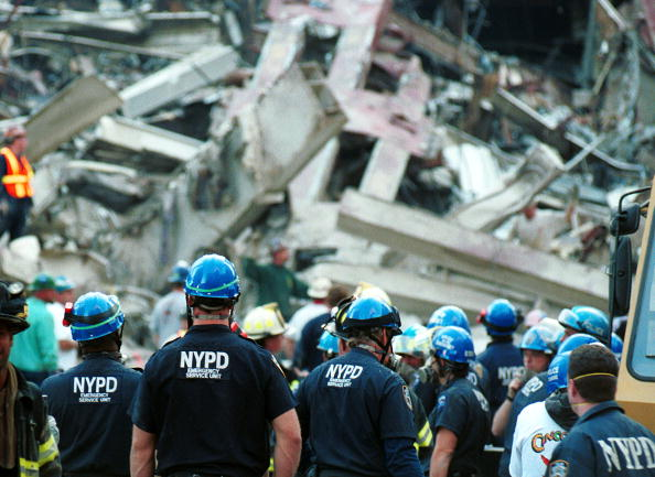 Emergency Services Occupation「Ground Zero Two Days After World Trade Terror Attack」:写真・画像(10)[壁紙.com]
