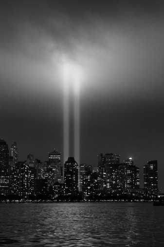 Emergency Services Occupation「USA, New York City, Manhattan skyline with 9/11 memorial lights」:スマホ壁紙(5)