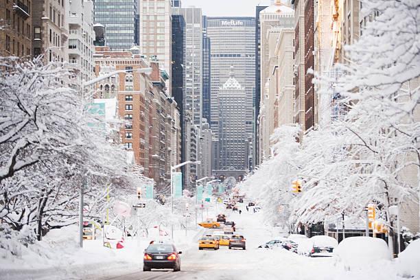 USA, New York City, Park Avenue in winter:スマホ壁紙(壁紙.com)