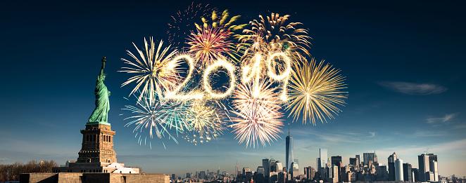 2019「花火でニューヨーク市のスカイライン」:スマホ壁紙(7)