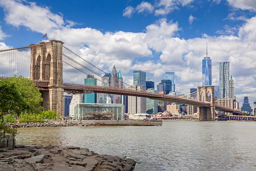 Lower East Side Manhattan「New York City Skyline with Brooklyn Bridge, World Trade Center, Beekman Tower and Woolworth Building, NY, USA.」:スマホ壁紙(13)