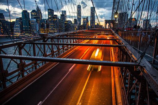 Car「ニューヨーク市ブルックリン橋の夜」:スマホ壁紙(18)