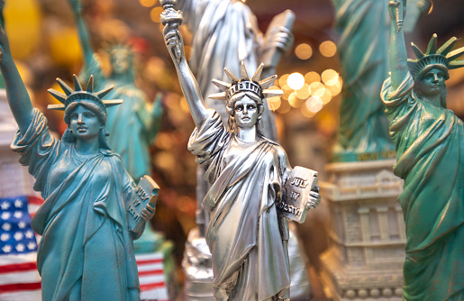 Gift Shop「New York city Statue of Liberty souvenirs for sale in gift store, New York, USA, North America」:スマホ壁紙(11)