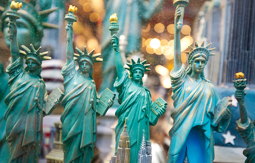 Gift Shop「New York city Statue of Liberty souvenirs for sale in gift store, New York, USA, North America」:スマホ壁紙(8)