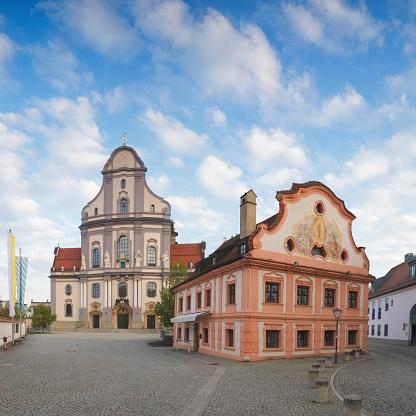 Town Square「Basilica of Altoetting」:スマホ壁紙(0)
