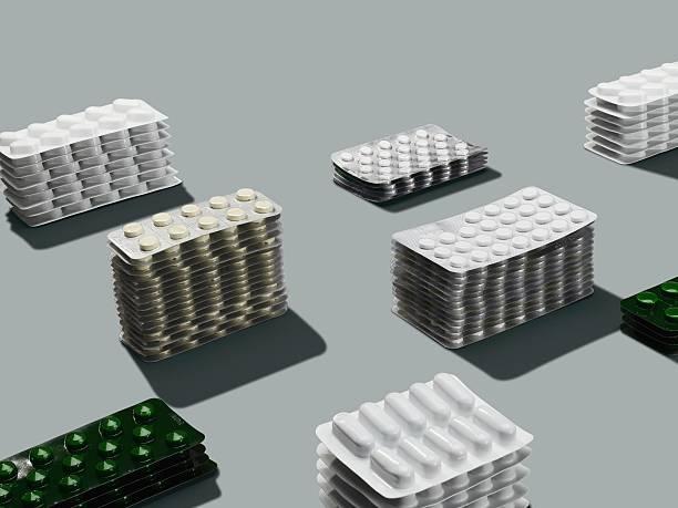 Stacks of pills in blister packs:スマホ壁紙(壁紙.com)