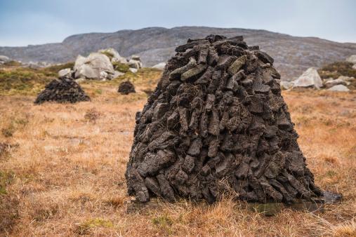 Peat「Stacks of peat cuttings, Isle of Harris, Outer Hebrides, Scotland」:スマホ壁紙(11)