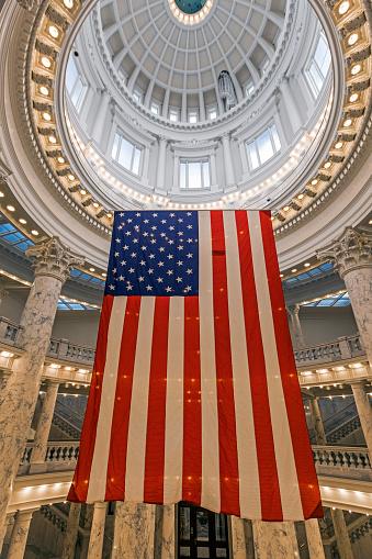 Idaho State Capitol「American Flag hanging in Idaho State Capitol」:スマホ壁紙(11)