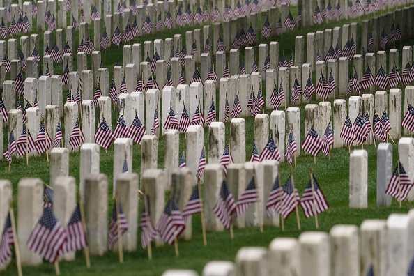 US Memorial Day「Soldiers Home Cemetery In Nation's Capital Prepares For Memorial Day」:写真・画像(10)[壁紙.com]