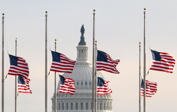Arizona「Flags At Half Staff In Washington After Tucson Shooting」:写真・画像(6)[壁紙.com]