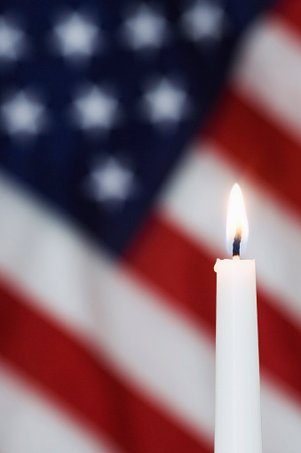 炎「American flag and candle, California, USA」:スマホ壁紙(0)