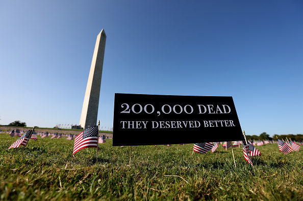 The Mall - Washington DC「200,000 American Flags Installed On National Mall To Memorialize 200,000 COVID-19 Deaths」:写真・画像(7)[壁紙.com]