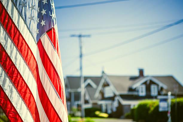 American Flag and Neighborhood:スマホ壁紙(壁紙.com)