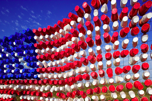 Art「American Flag of empty plastic cups」:スマホ壁紙(3)
