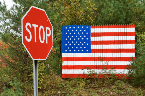 Adirondack Mountains「American flag and stop sign」:スマホ壁紙(17)