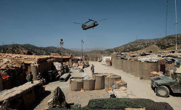 CH-47 Chinook「US Army Works in Mountain Bases in Afghanistan」:写真・画像(15)[壁紙.com]