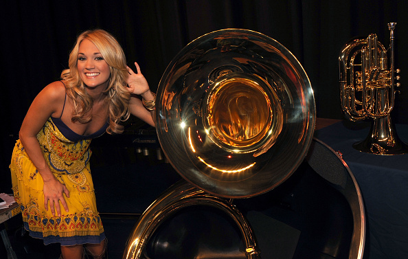 Musical instrument「ACM Entertainer of the Year Carrie Underwood and ACM Lifting Lives Donates Instruments To Checotah Public Schools」:写真・画像(19)[壁紙.com]