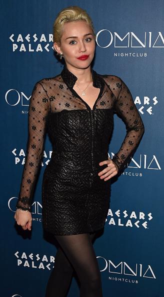 Three Quarter Length「Miley Cyrus Appearance At Omnia Nightclub At Caesars Palace」:写真・画像(18)[壁紙.com]