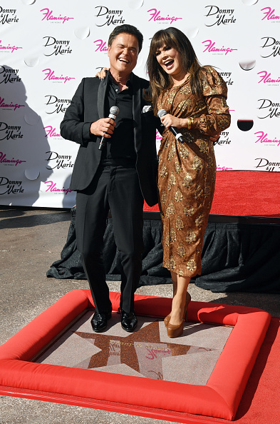 Alternative Pose「Donny And Marie Osmond Honored By The Las Vegas Walk Of Stars」:写真・画像(14)[壁紙.com]