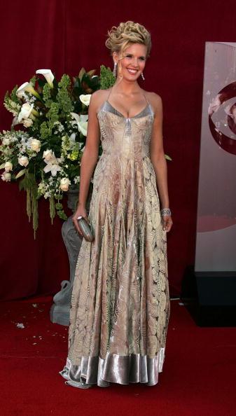 Clutch Bag「57th Annual Emmy Awards - Arrivals」:写真・画像(0)[壁紙.com]