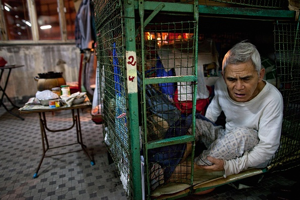 Cage「Hong Kong's Cage Home Residents Struggle With Increasing Cost Of Living」:写真・画像(9)[壁紙.com]