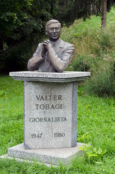 Bust - Sculpture「Monument to Walter Tobagi」:写真・画像(8)[壁紙.com]