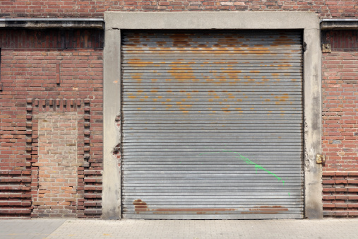 Rusty「Old rolling garage door and brick wall」:スマホ壁紙(4)
