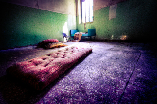 Horror「Mattress on the floor」:スマホ壁紙(18)