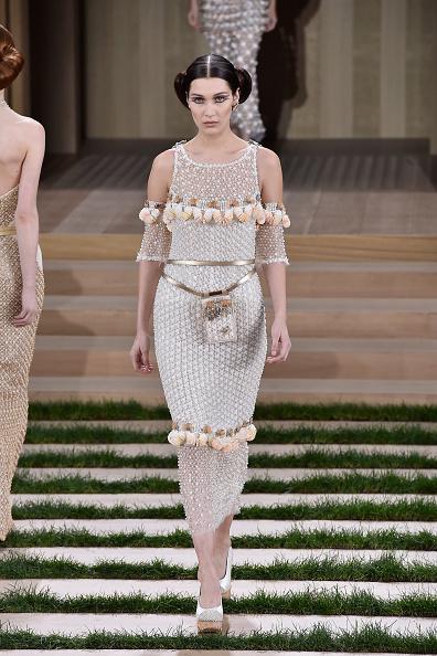 ランウェイ「Chanel : Runway - Paris Fashion Week - Haute Couture Spring Summer 2016」:写真・画像(9)[壁紙.com]