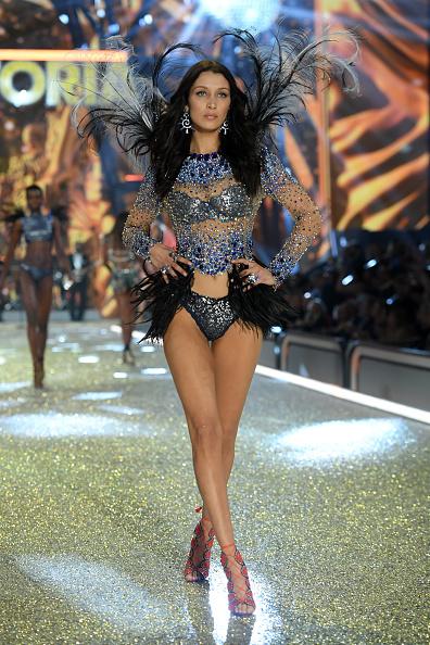 ヴィクトリアズ・シークレット「2016 Victoria's Secret Fashion Show in Paris - Show」:写真・画像(13)[壁紙.com]