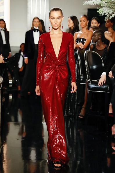 Sequin Dress「Ralph Lauren - Runway - September 2019 - New York Fashion Week」:写真・画像(3)[壁紙.com]